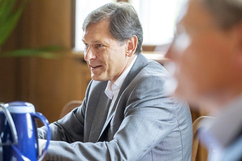 Pressekonferenz zur aktuellen Entwicklung auf dem Ausbildungsmarkt in Herne (NW), am Mittwoch (17.06.2020), im Rathaus Herne. Im Bild: Dr. Frank Dudda, Oberbürgermeister der Stadt Herne.