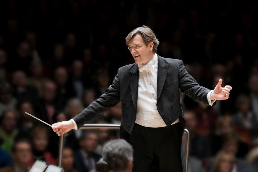 """Der Essener Generalmusikdirektor Tomáš Netopil dirigiert die Auftaktinszenierung, Mozarts """"La finta giardiniera"""" (""""Die Gärtnerin aus Liebe"""")."""