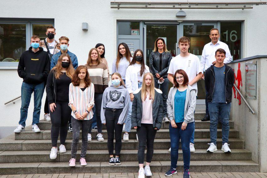 Neun junge Menschen starteten ihre Freiwilligendienste bei dem Caritasverband Herne.