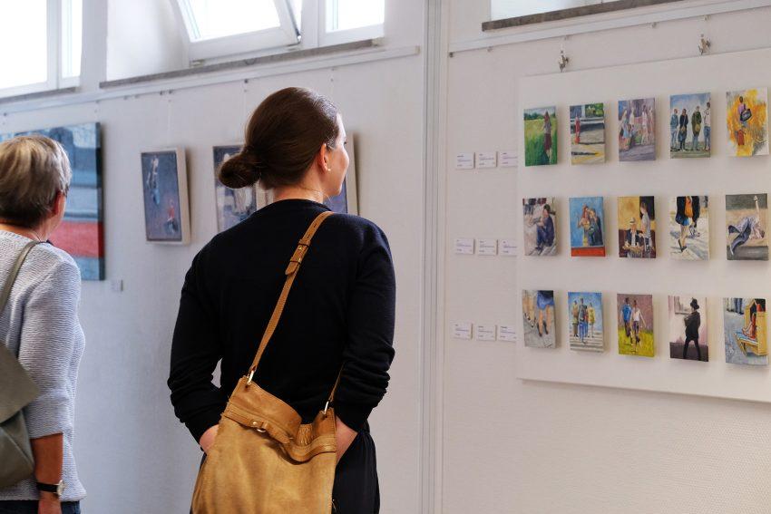 Urbane Augenblicke: Ausstellung im EvK mit Werken von Silvia Szlapka.