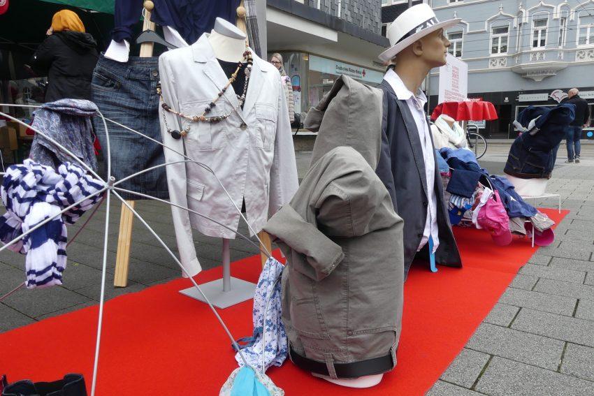 DRK-Aktion Socken für Soziales sammel Kleiderspenden.
