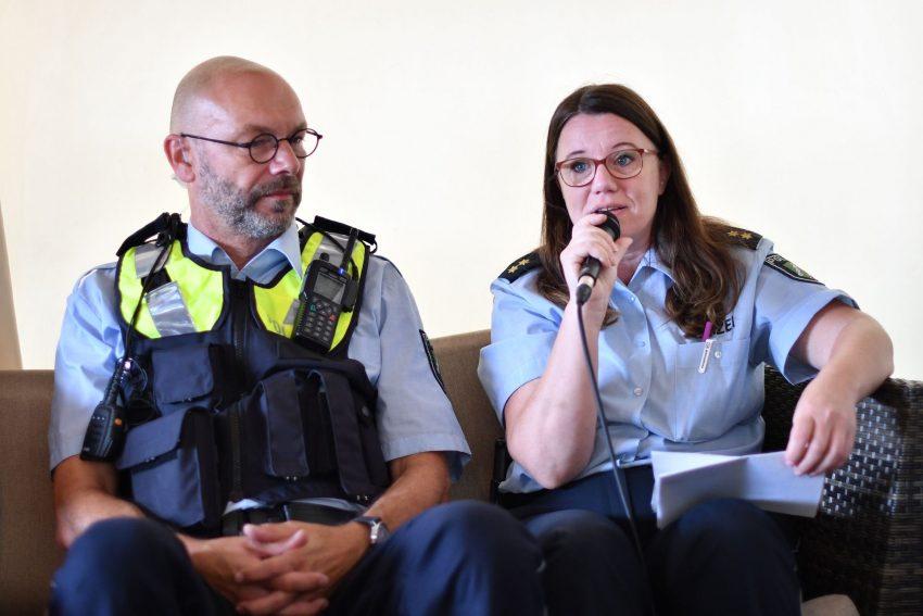 Nicole Pletha, Leiterin der Polizeiinspektion Herne (rechts)