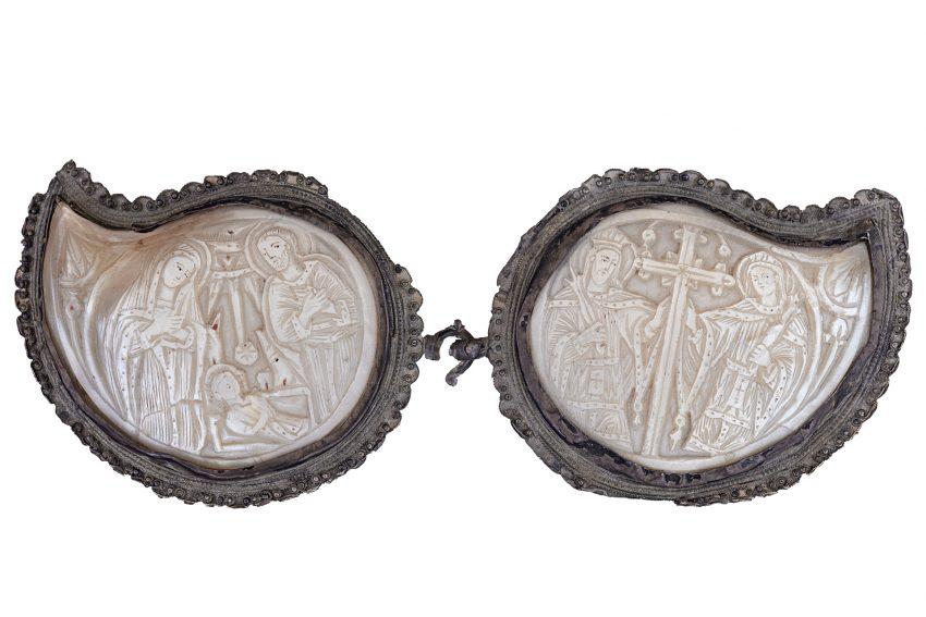 Zweiteilige Gürtelschließe: v.l. Geburt Christi und Hl. Konstantin und Helena mit dem Kreuz Christi. Geschenk von Dr. Reiner Zerlin an das Ikonen-Museum Recklinghausen.