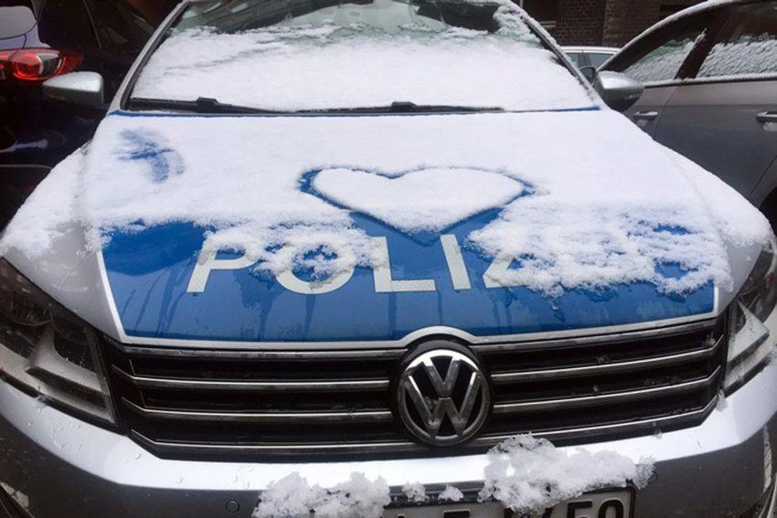 Polizeiauto mit Herz.