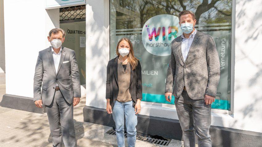 Oberbürgermeister Dr. Frank Dudda, Nadine Albrecht und Marc Schaaf.