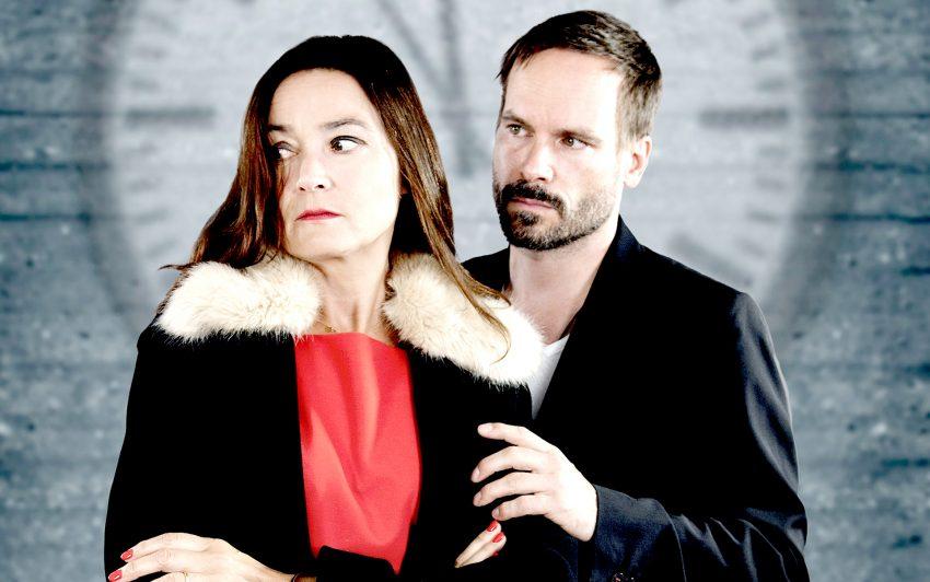 Ein Konflikt zwischen zwei Menschen. Eine Gefahr, eine Ermittlung. Und die wie immer zu schnell vergehende Zeit. im Bild: Jacqueline Macauly und Wanja Mues.