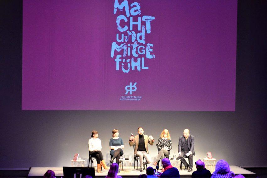 Ruhrfestspiele 2020: Intendant Olaf Kröck (m.) und Chefdramaturg Jan Hein (r.) mit den Programm-Mitarbeiterinnen Anne Liebtrau, Lilja Kopka und Janine Ahmann.