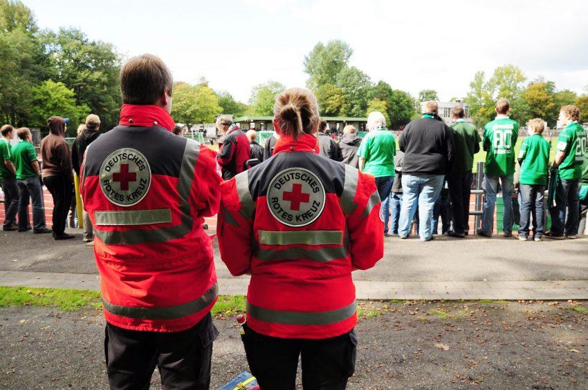 Sanitätsdienst des DRK bei den Spielen der 2. Mannschaft des FC Schalke 04 in der Mondpalast-Arena.