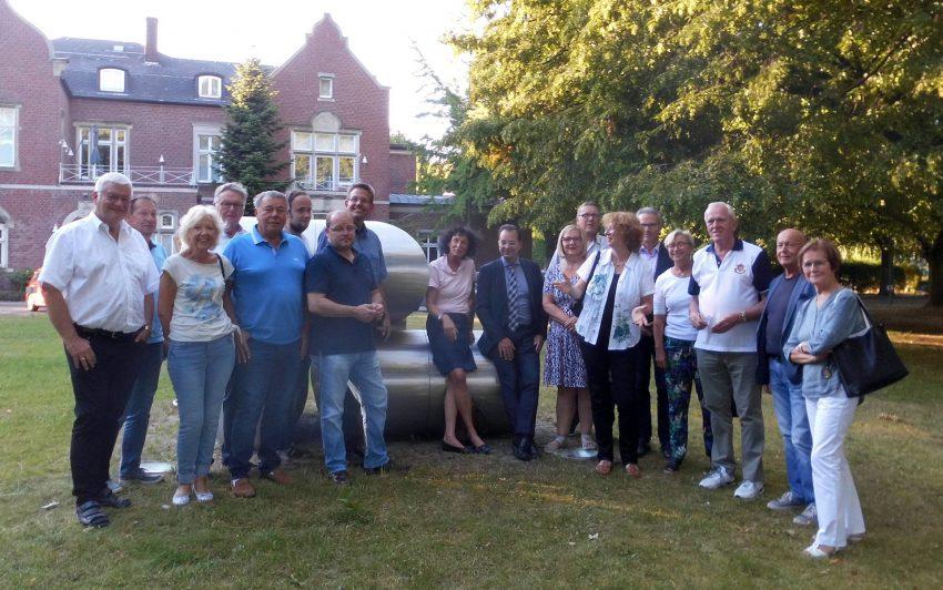 Die Mitglieder der CDU-Fraktion mit dem Vorstandsvorsitzenden der FAKT AG Prof. Hubert Schulte-Kemper (3.v.r.).