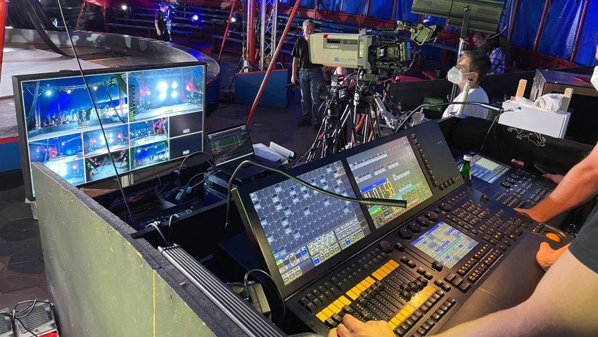 Proben und Aufnahme zur Vorbereitung vom Livestream des Circus Schnick-Schnack am 2.6.2021, hier das Licht- und Videopult.