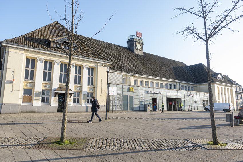 Der Hauptbahnhof Wanne-Eickel am Heinz-Rühmann-Platz in Herne (NW), am Dienstag (02.03.2021).