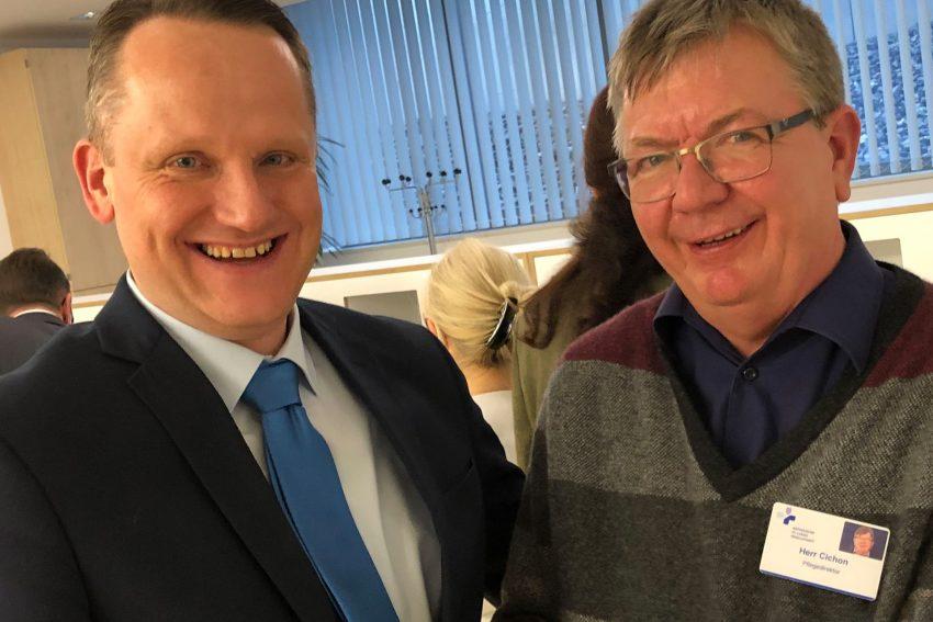 v.l. Pflegedirektoren Axel Westermann und Stephan Cichon bei der Amtsübergabe.