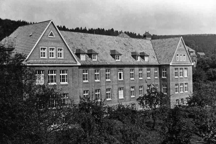 In den Provinzial-Heilanstalten ( hier im St. Johannes-Stift Marsberg) wurden zwischen 1939 und 1945 über 200 Kinder ermordet.