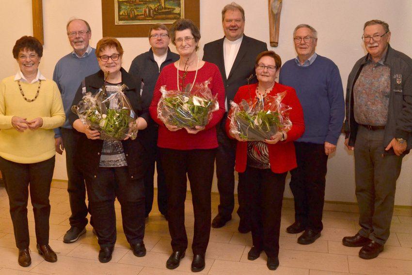 Kirchenchor St. Marien Eickel ehrt: Relindis Grasse (60 Jahre), Brigitte Schulze-Berge (40 Jahre) und Brigitte Grabosch (25 Jahre).