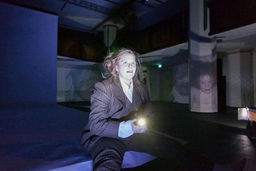 Peter Handkes - Selbstbezichtigung. Inmitten ihrer Bühnenerfolge: Stefanie Reinsperger.