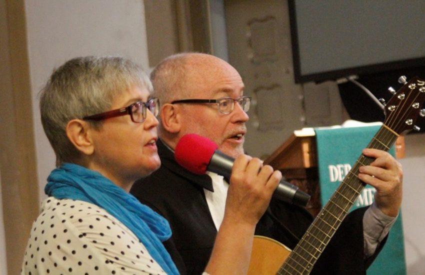 Pfarrer Thomas Luther mit seiner Frau.