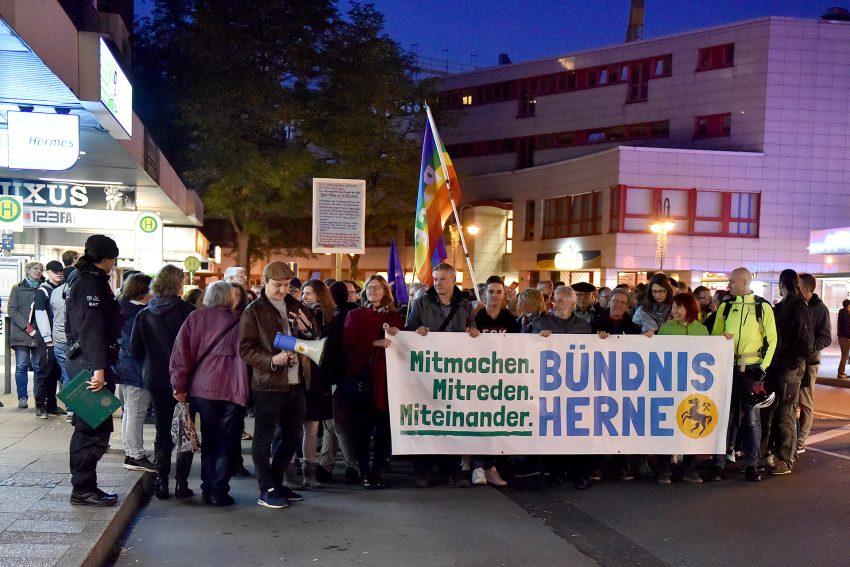 Protest gegen den Spaziergang der sogenannten 'Besorgten Bürger' am Dienstat, 22. Oktober 2019. Foto: Rüdiger Ungebauer.