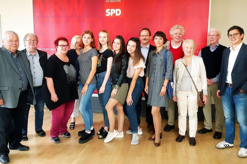 Besuchergruppe aus Hernes russischer Partnerstadt Belgorod im NRW-Landtag.