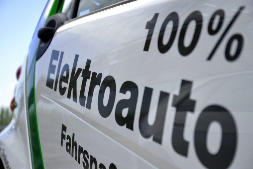 Elektroautos und Solarmobile machten am Freitag (4.7.2014) halt an der Akademie Mont-Cenis.