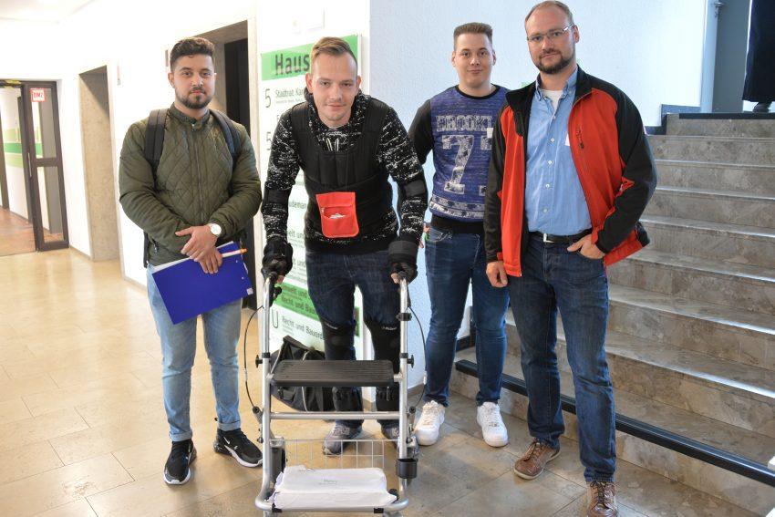 Azubi-Inklusions-Tag 2019: Der '83-jährige' Sascha am Rollator.