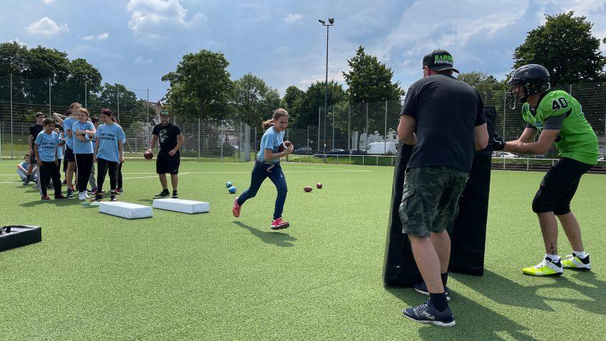 Letzter Tag der Ferienaktion Sport machen und Sprache lernen auf dem Platz der Sportfreunde Wanne an der Wilhelmstraße.