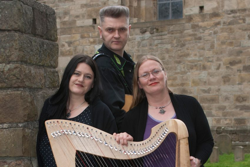 Sackville Street - das sind: Nina Heinrich, Christian Donovan und Hella Luzinde Hahne, oder: zweistarke Stimmen und eine keltische Harfe.