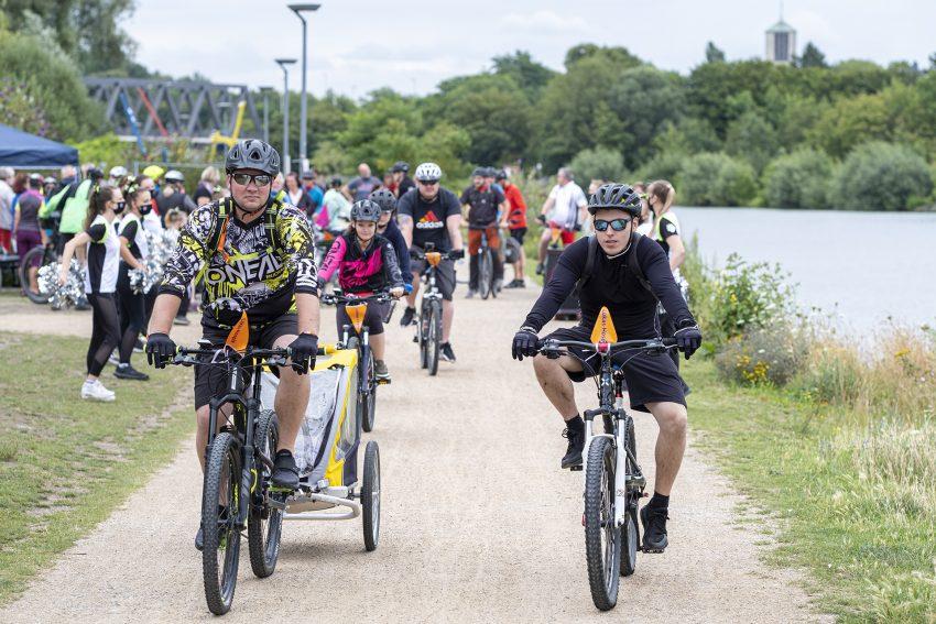 Spendenradeln für das Lukas-Hospiz in Herne (NW), am Samstag (25.07.2020). Start war in diesem Jahr - coronabedingt - die Künstlerzeche Unser Fritz in Wanne, von wo aus die Radfahrerinnen und Radfahrer in die verschiedenen Richtungen aufbrachen, um Spendengelder einzusammeln.