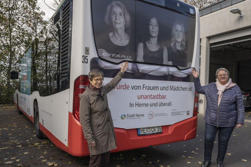 v. l. Sabine Schirmer-Klug, Leiterin vom Büro für Gleichstellung undVielfalt, und Cordelia Neige vom Büro für Gleichstellung und Vielfalt.