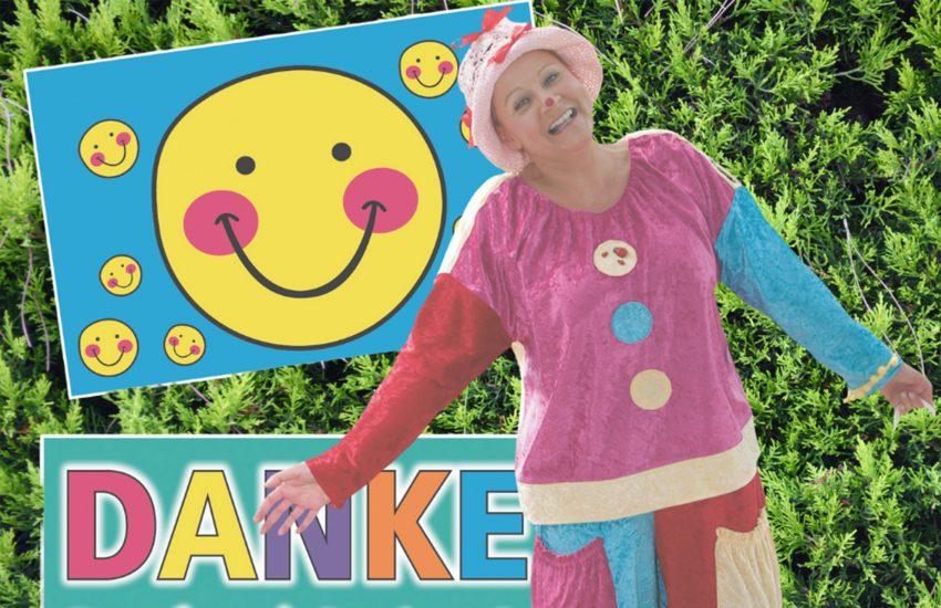 Diese nette Geste hat sich Clown Moonily alias Susanna Eusterfeldhaus ausgedacht.