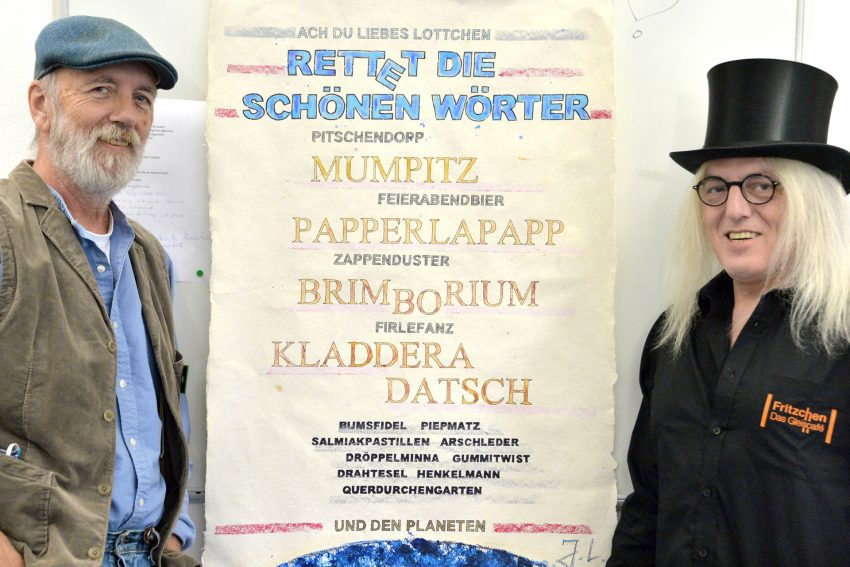 Der bunte Mann aus Unser-Fritz, Jörg Lippmeyer, mit dem Mann mit dem Zylinder, Horst Schröder.