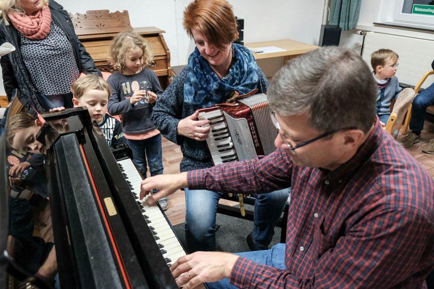 Tag der offenen Tür und Versteigerung in der Musikschule.