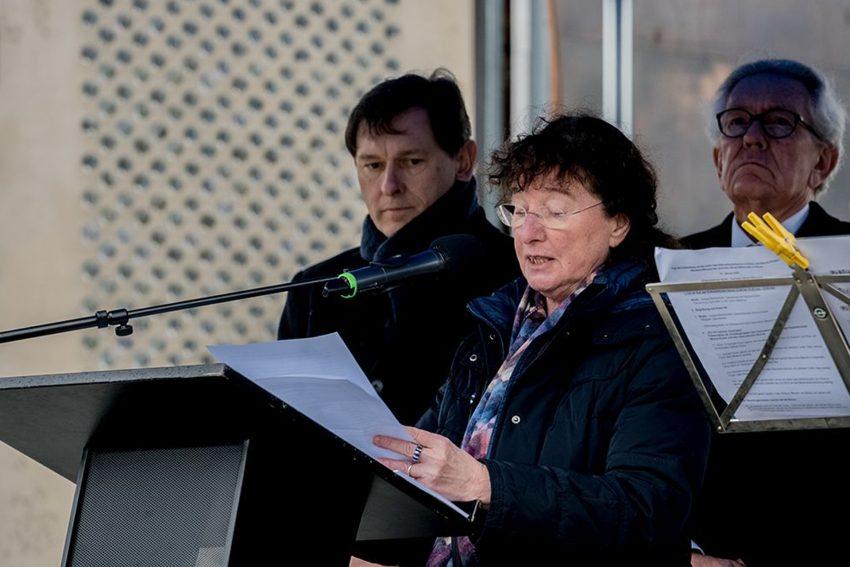 Shoa-Gedenkfeier im Kulturzentrum. Zeitzeugin Hanneke Schmitz berichtete bei der Wiedereröffnung des Shoah-Mahnmals in Herne über ihr Leben.