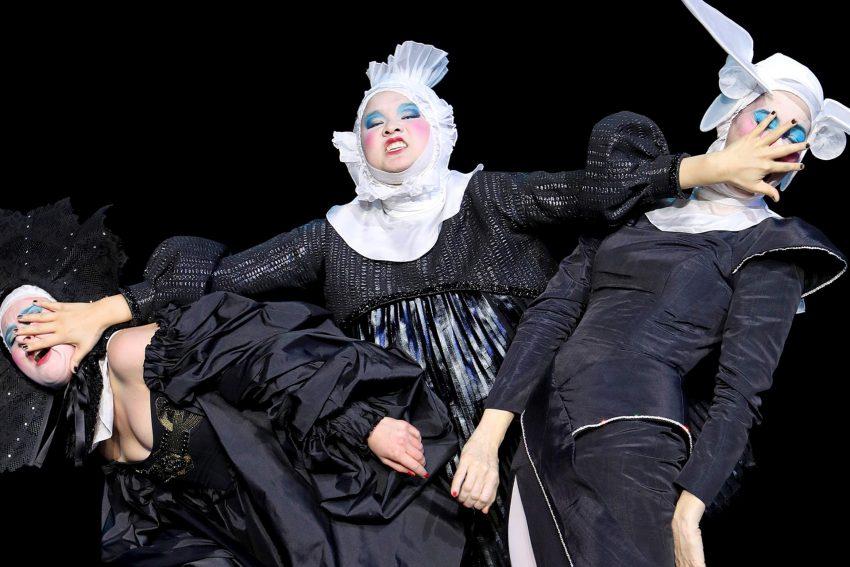 Flotter Dreier mit Klamotten: Anna Drexler, Jing Xiang, Jele Brückner.
