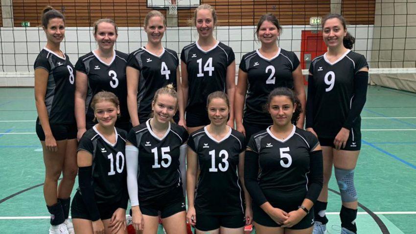 Die 1. Volleyball-Damen Mannschaft der FdG Herne, (o.v.l.) Stefanie Wagner, Irina Bleichrot, Lena Thyes, Annika Lietschulte, Carolin Mann, Esra Peker, (u.v.l.) Julia Helling, Johanna Ciecior, Sarah Kranz, Yelda Yildiz.