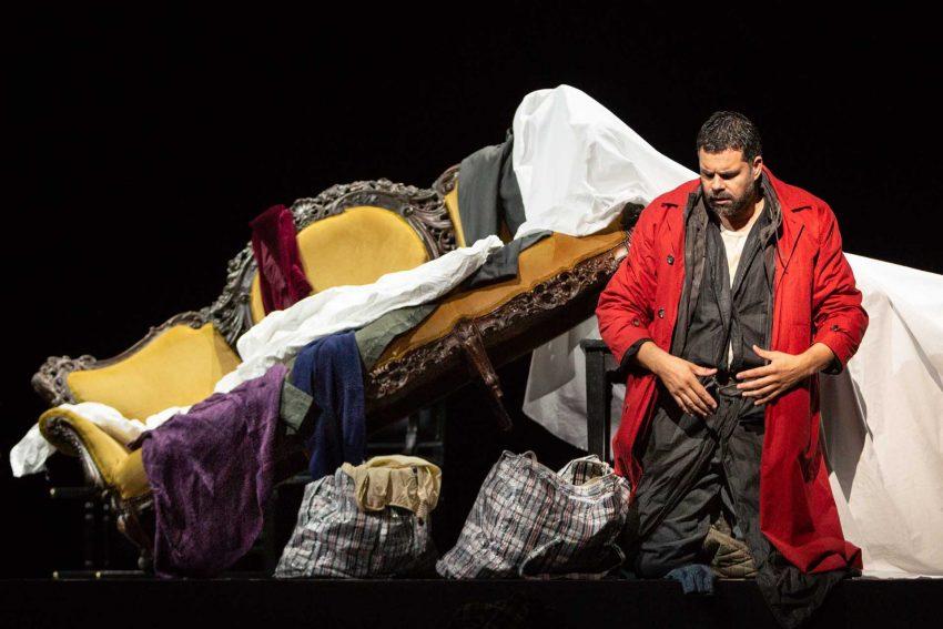 Nabucco - ein König (Bastiaan Everink) am Ende.