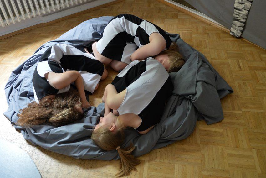 Tanzimprovisation mit Karolin, Sarah und Leonie.