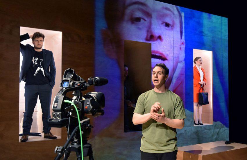 'Good Morning Boys ans Girls': Spannende Multimedia-Inszenierung mit Live-Cam.