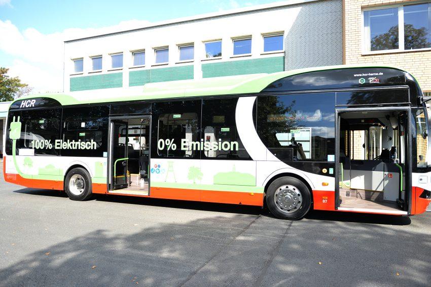 Der erste Elektro-Bus der HCR auf dem Betriebsgelände.