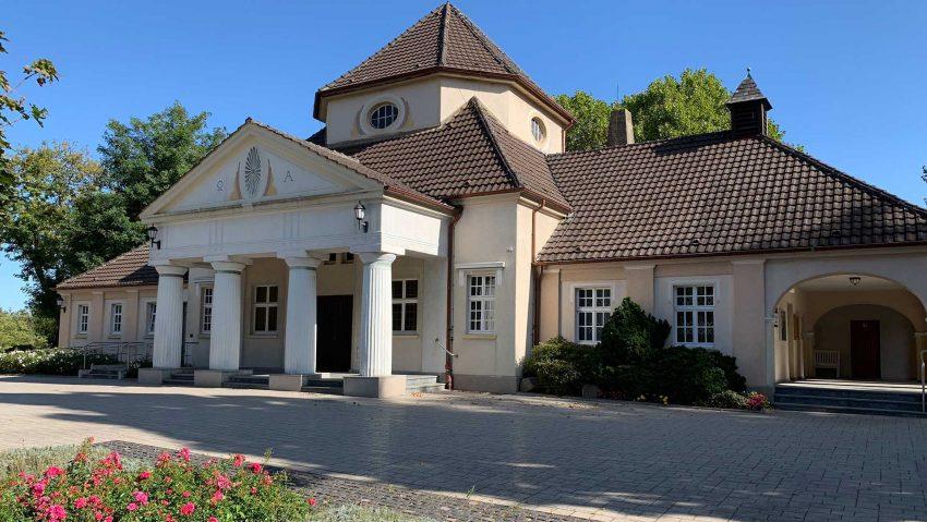 Friedhöfe in Herne nun Immaterielles Kulturerbe, hier die Trauerhalle vom Südfriedhof