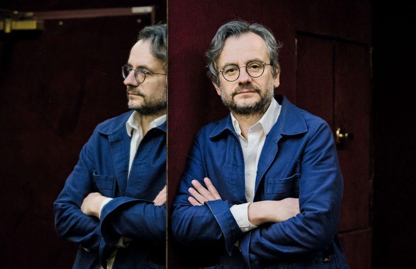 """Hilmar Klutes neuer Roman """"Oberkampf"""" wird am Sonntag, 22. November 2020, um 23:30 Uhr im ARD-Kulturmagazin """"Titel, Thesen, Temperamente"""" vorgestellt."""