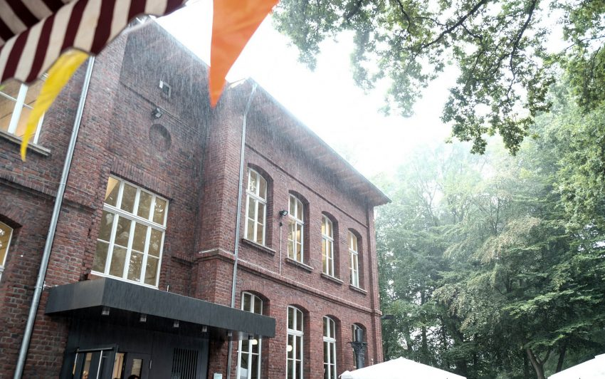 Regen am Heimatmuseum.