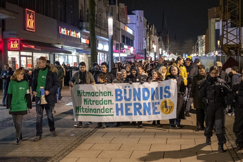 Protest gegen den erneuten Aufmarsch von Rechtsextremen in Herne (NW), am Dienstag (06.02.2020). Foto: Stefan Kuhn