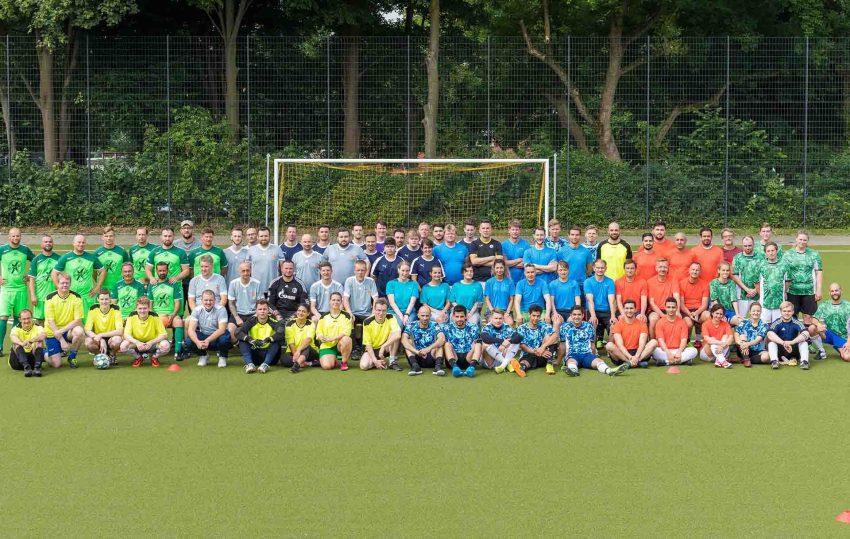 Rund 80 Mitarbeiter der St. Elisabeth Gruppe spielten bei dem Fußballturnier um den ersten Platz.