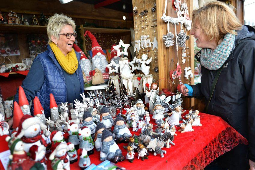 Weihnachtliches auf dem Markt der WfB.