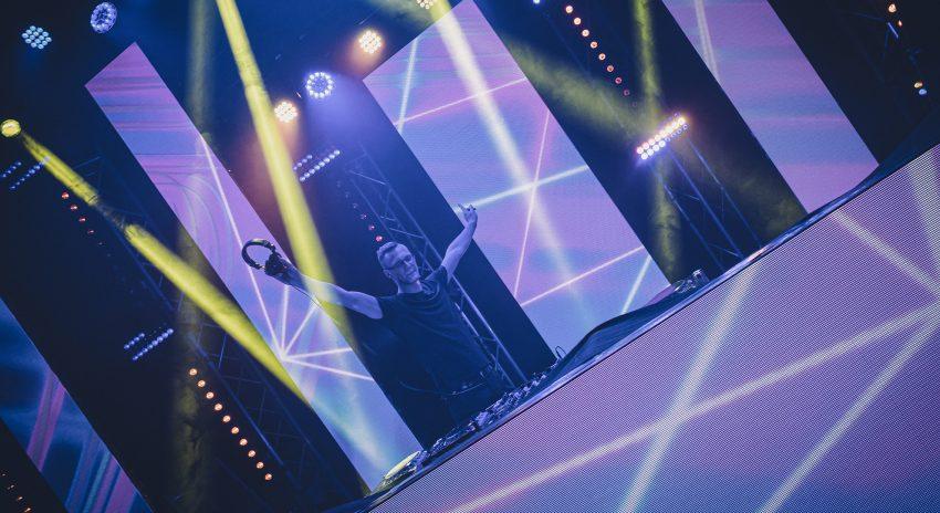 DJ Tunelezz aka Mike Grzejdziak während eines Live-Streams.