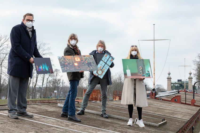 Dr. Arnulf Siebeneicker (v.l.), Annette Hudemann, Martin Holtappels und Dr. Barbara Rüschoff-Parzinger an Deck des Ausstellungsschiffes