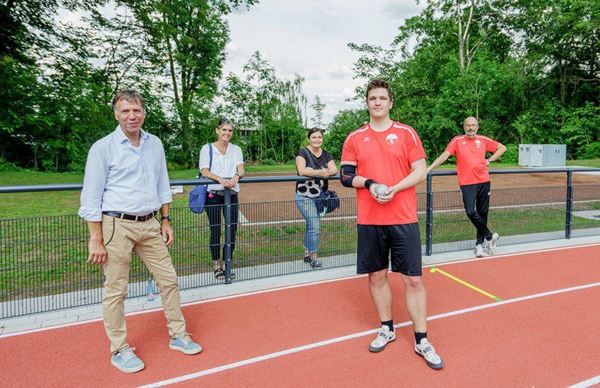 An der Schäferstraße wurde der umgebaute Sportplatz eröffnet.