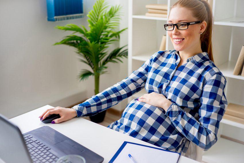 Die gesetzlichen Krankenkassen zahlen Mutterschaftsgeld als Entgeltersatzleistung sechs Wochen vor und acht Wochen nach der Entbindung.