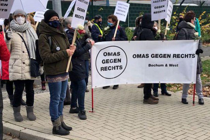 Die Omas gegen Rechts beteiligen sich an der Menschenkette bis zum Mittelmeer.