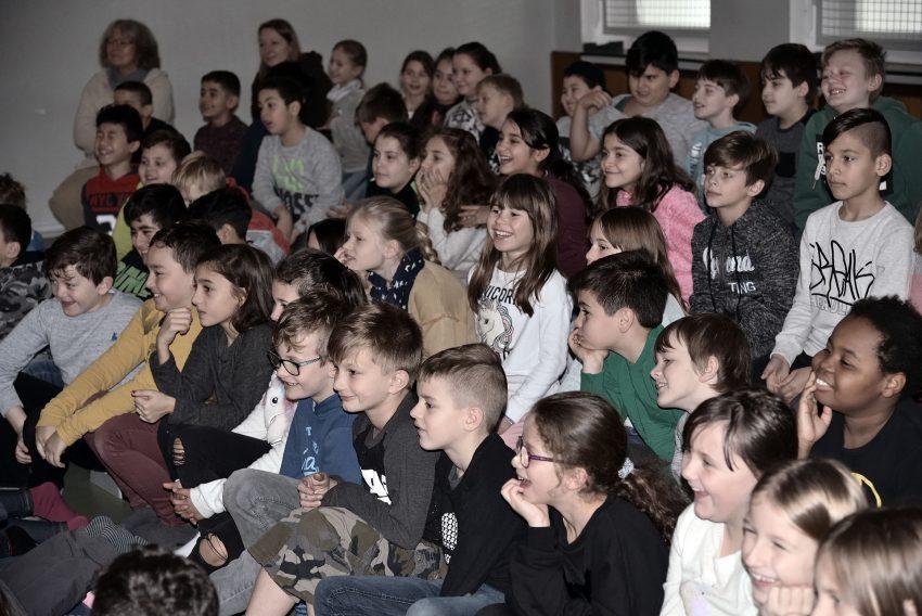 Kindertheater Pappmobil aus dem Tigerpalast zu Besuch in der Laurentiusschule.